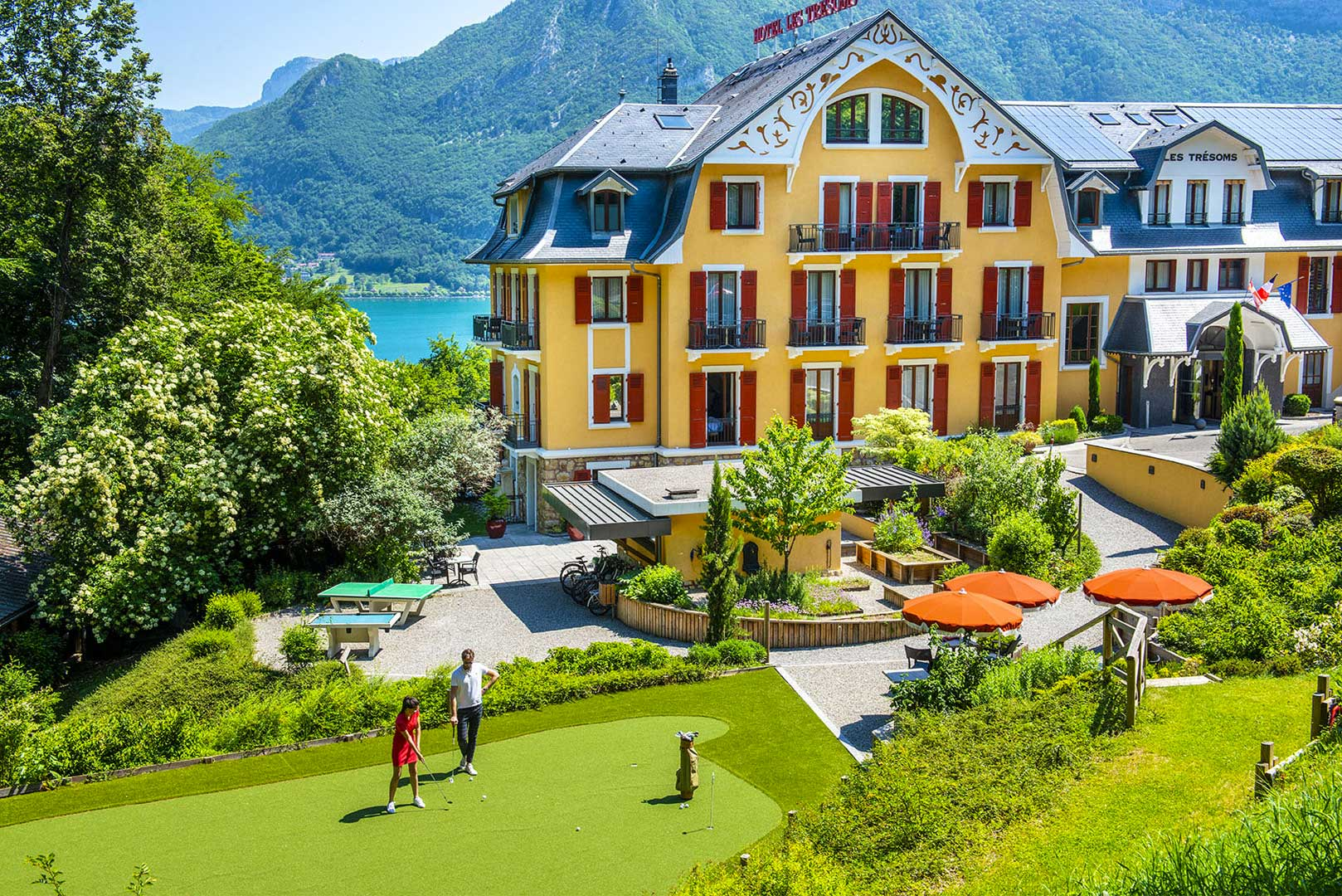 343/activite/hotel-tresoms-lac-annecy-putting-green-golf.jpg