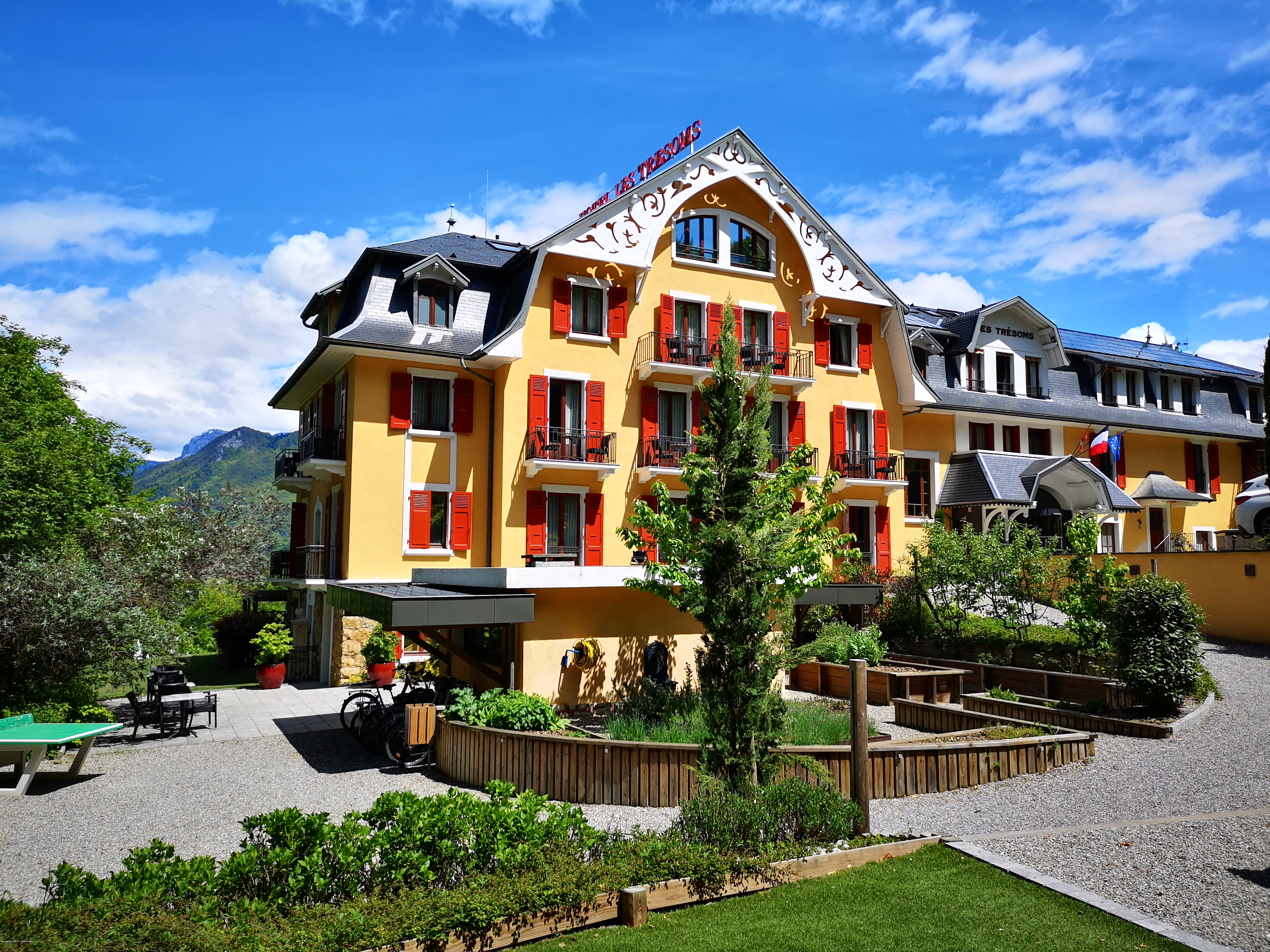 343/hotel/tresoms-hotel-panneaux-solaire-annecy.jpg